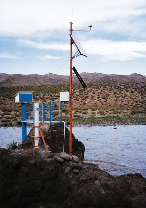 An AIC hydrometeorological station monitors conditions in a remote, arid area of Argentina.