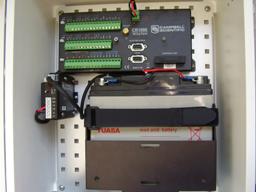 Batterie BP17E installée dans un coffret avec un régulateur CH150 et une CR1000